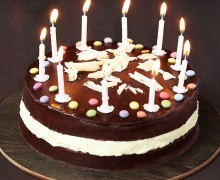 gateau-d-anniversaire-aux-2-chocolats-10435973juzef